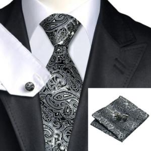 Krawatte und Tuch 1