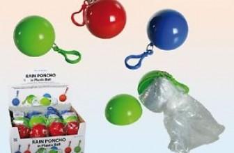 Notfall Poncho – Regenponcho in einer Plastikkugel mit Karabinerhaken für 3,89€ inkl. Versand